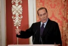"LA CRONACA. Le strategie di salvezza di Berlusconi: ""resta"" in campo"