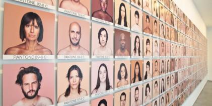 Colore della pelle? Umano.
