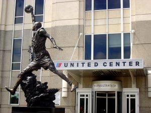 United Center con statua