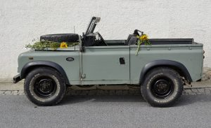1280px--Land_Rover_Defender_station_wagon