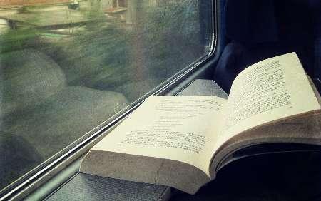 Risultati immagini per libro in treno