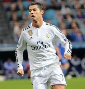 Ronaldo_vs._FC_Schalke_04_(16854146922)