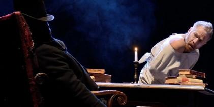 """Gabriele Lavia in """"Il sogno di un uomo ridicolo"""" sul palco del Fraschini"""