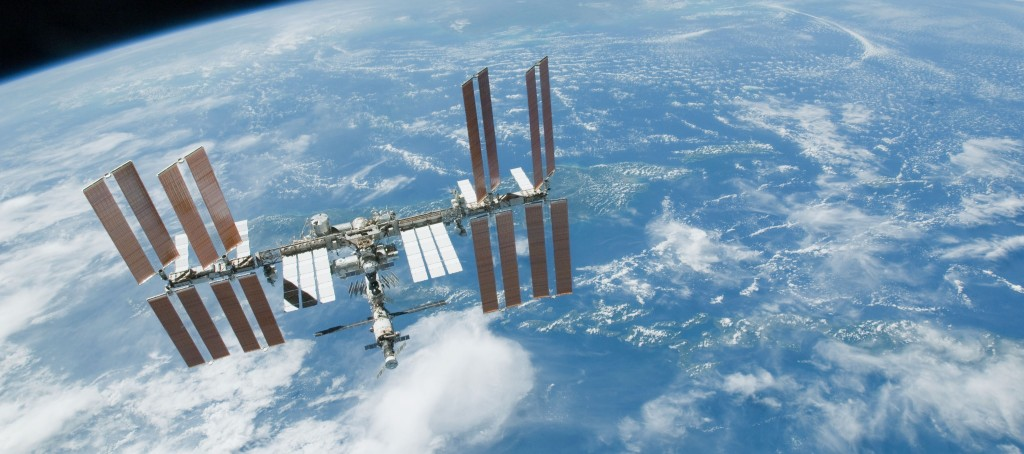 space_station_over_earth