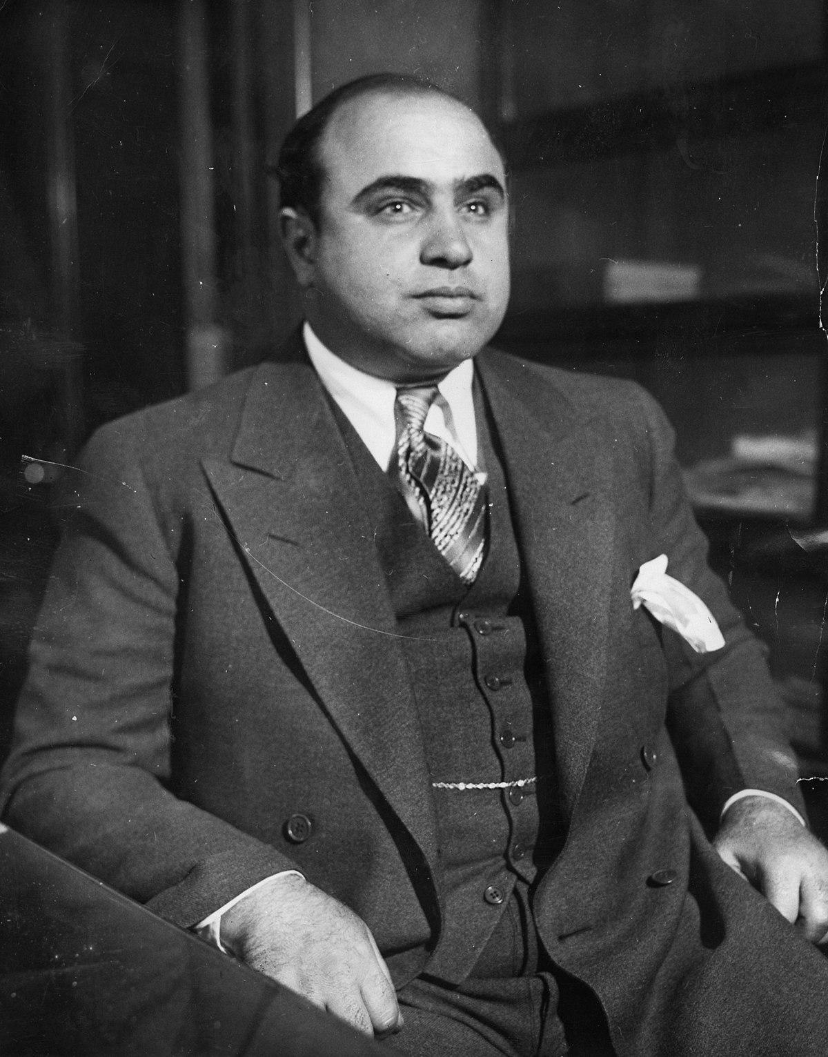 1200px-Al_Capone_in_1930