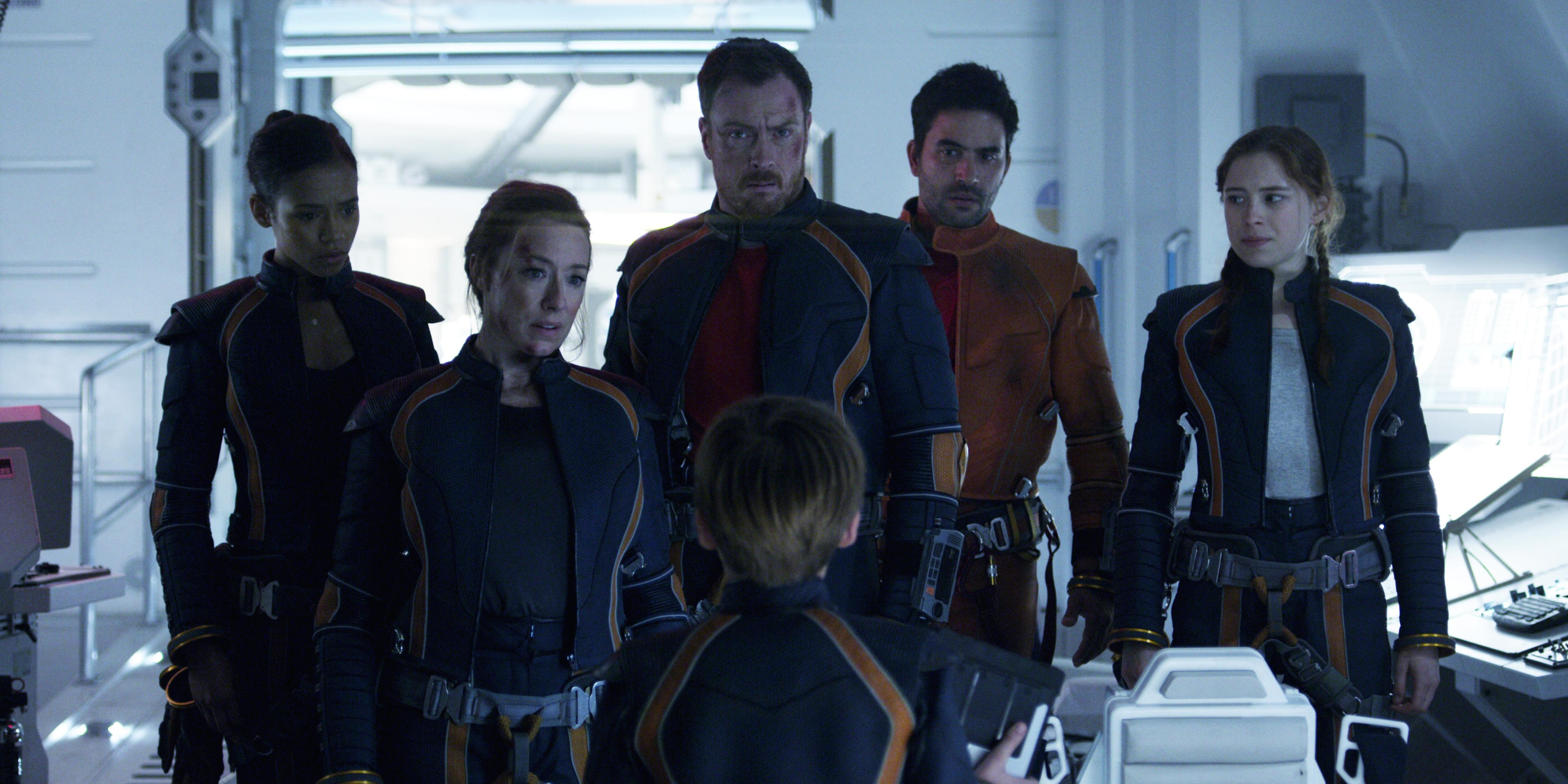 Lost in Space 2018 Netflix Cast Birdmen