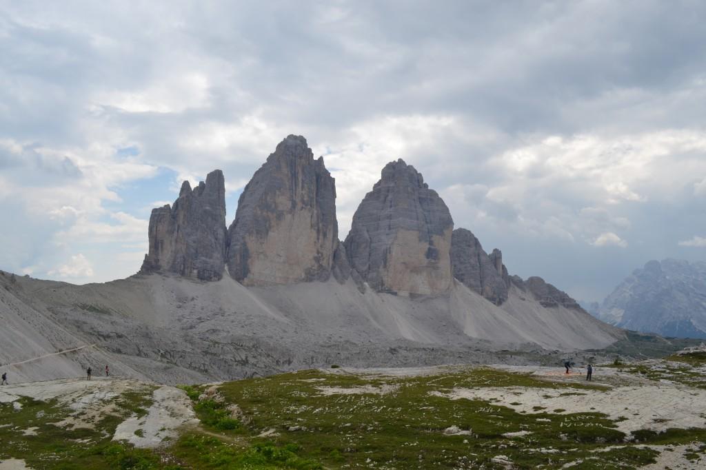 Le tre cime di Lavaredo viste dal Rifugio Locatelli.