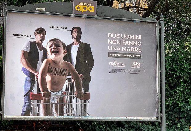 """""""Due uomini non fanno una madre"""": la campagna di Pro Vita contro l'utero in affitto"""