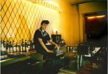 …passava la Berlino anni Ottanta, dietro al bancone di Blixa