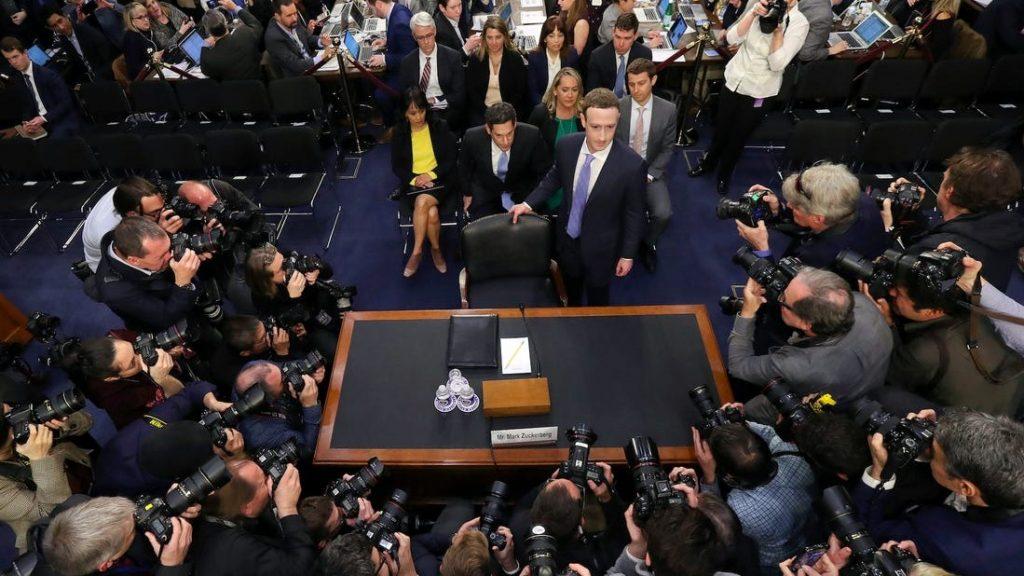 facebook-processo-zuckerberg-pericolo