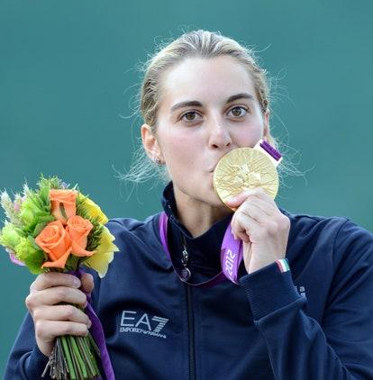 jessica-rossi-oro-2012-olimpiadi-londra-trap-medaglia-premiazione-portabandiera