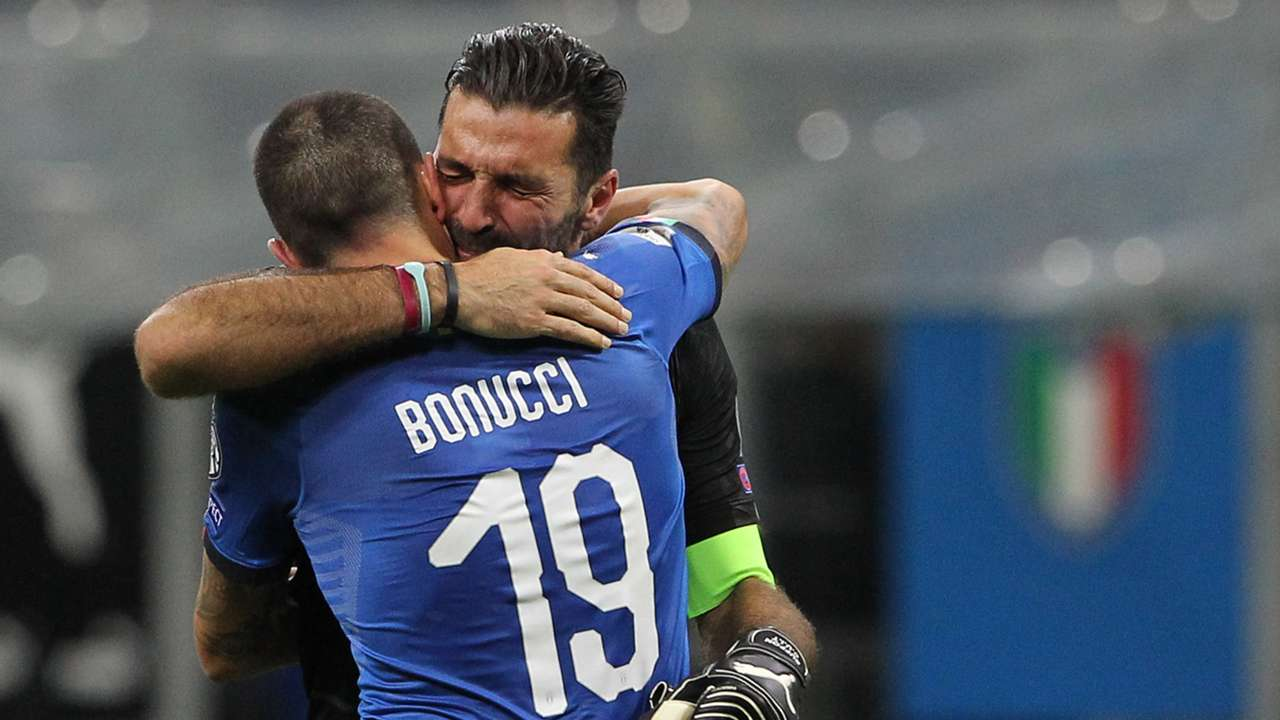 italia-svezia-bonucci-chiellini-abbraccio